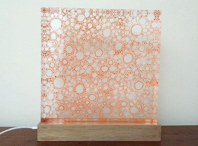 œuvre de Nathalie Berger sur plexiglas