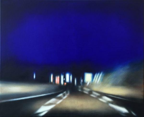 artiste peint en bleu